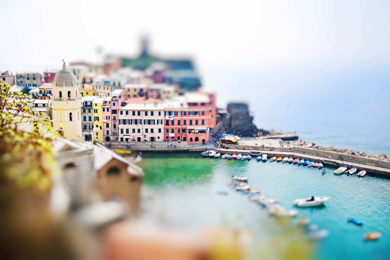 Best Forced Perspective Photography Examples for Photographers — Tilt Shift — Sunny 16