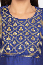 Load image into Gallery viewer, Embroidered Front Yoke Kurta-5