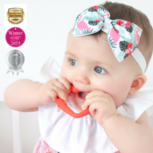 Load image into Gallery viewer, detachable silicone heart teething ring for young teethers pain relief for teethers in use