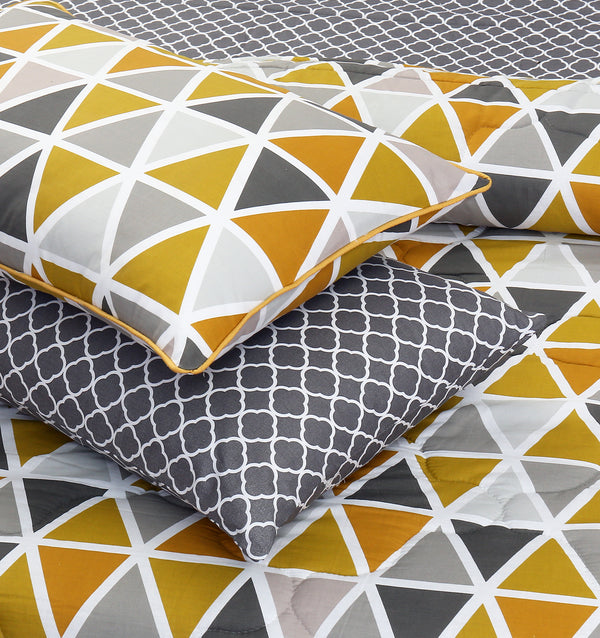 8 PCs Comforter Set (250 GSM) - Triangles