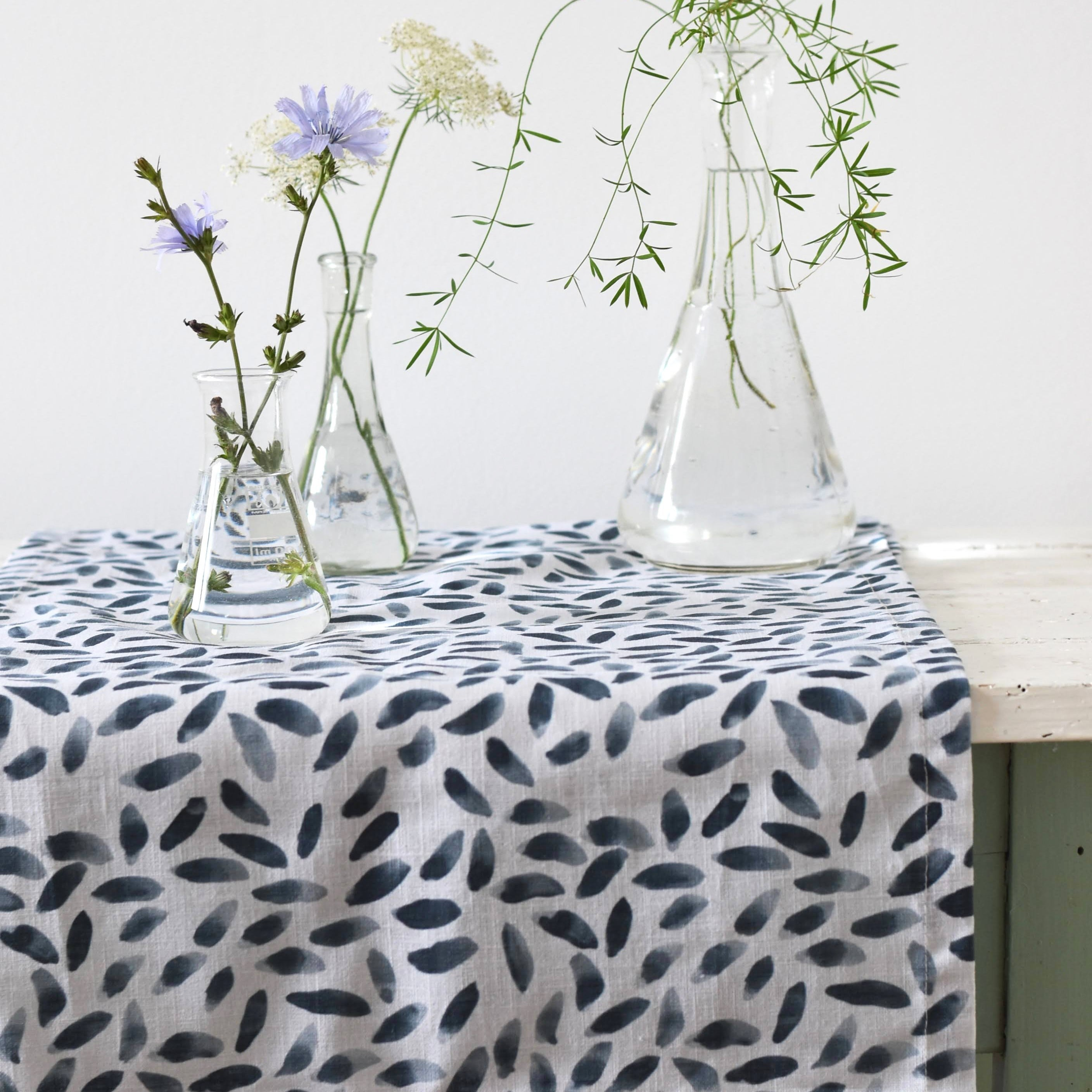 Table runner - Petals in deep blue - listliving