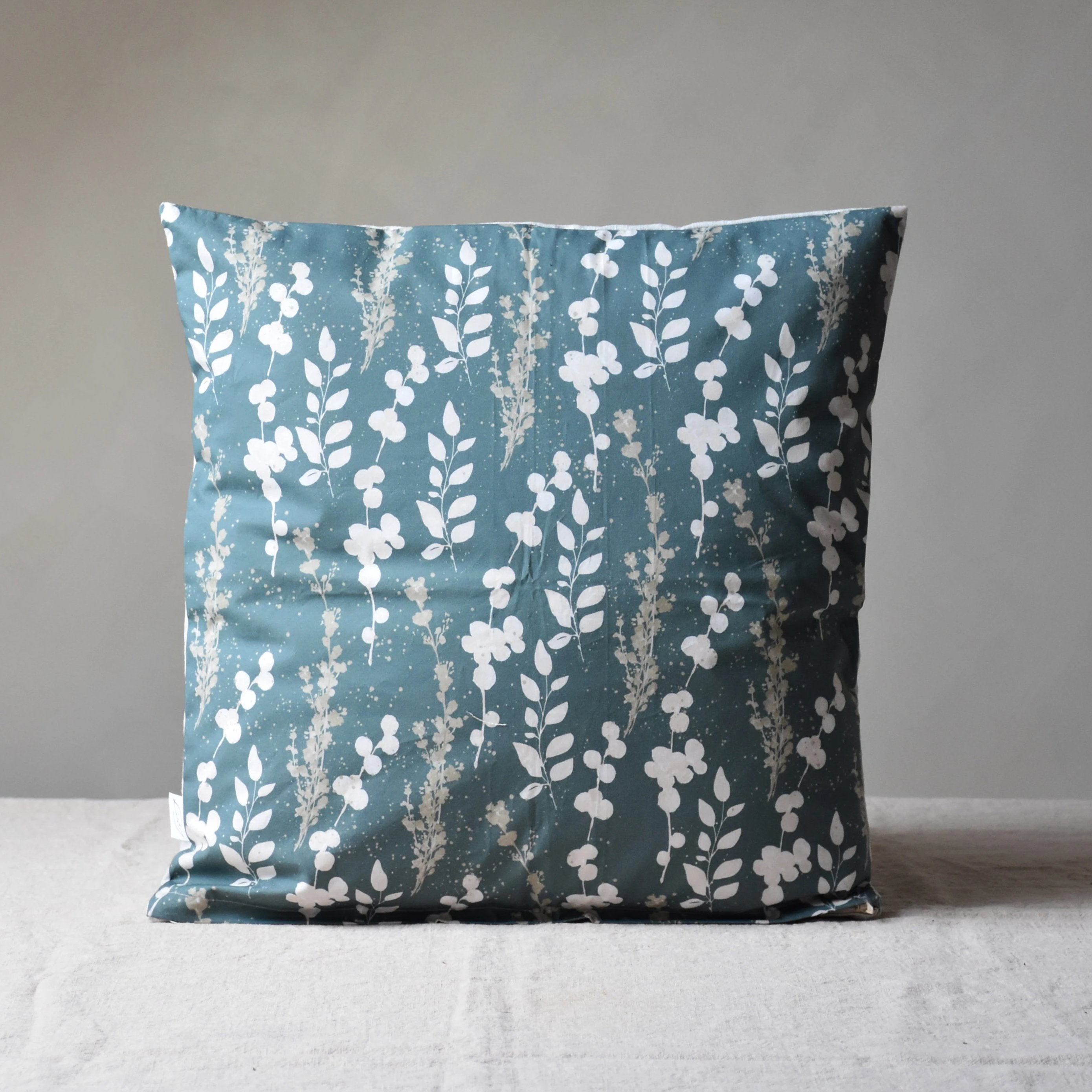 Cushion cover - Moon flowers in green