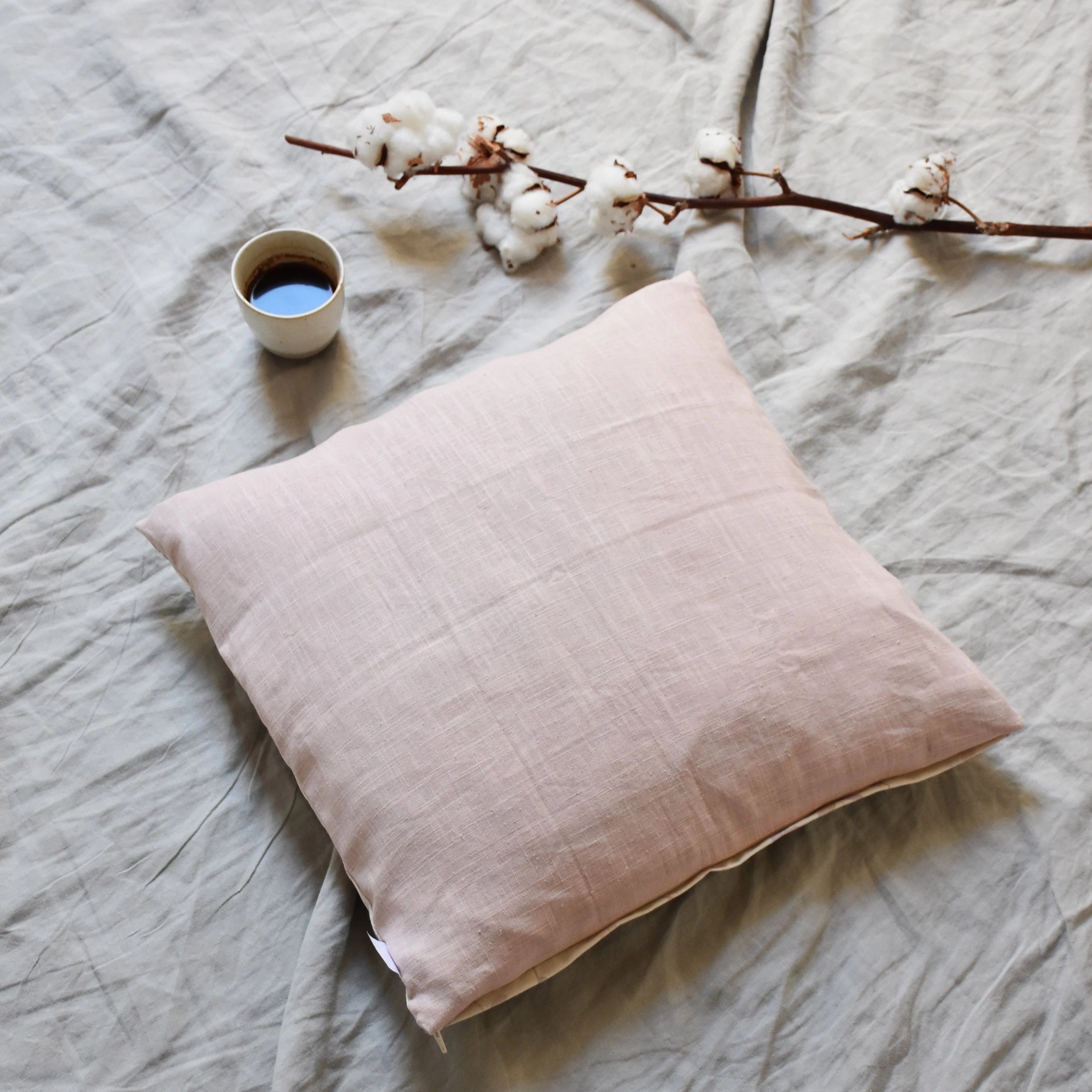 Cushion cover - Moon flowers in pink