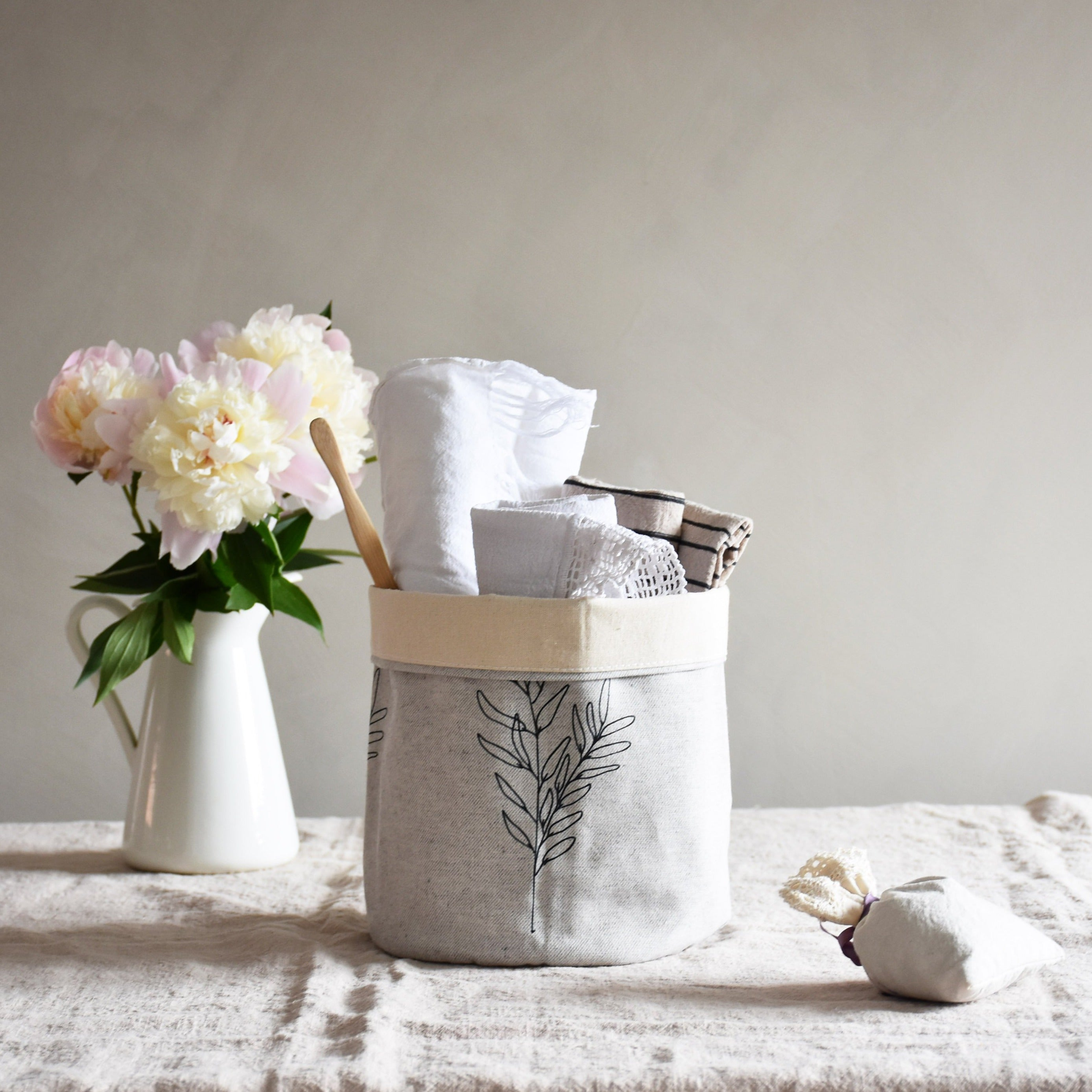 Storage basket - Botanical line and ink - listliving