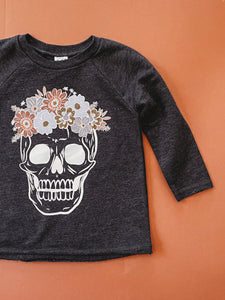 SKULLS. (kid sweatshirt)
