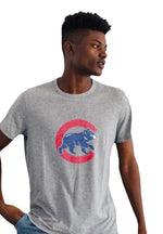 WALKING BEAR MONUMENT CHICAGO CUBS TEE - Ivy Shop