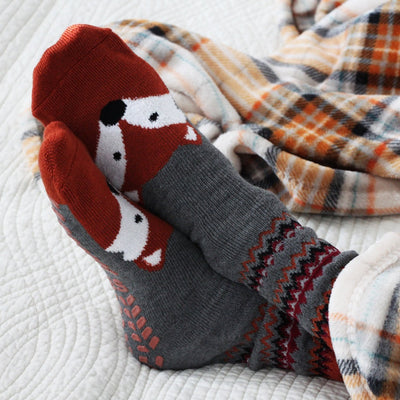 Men's 2-Pack Winter Toastie™ Slipper Socks in Fox On Model with Blankets