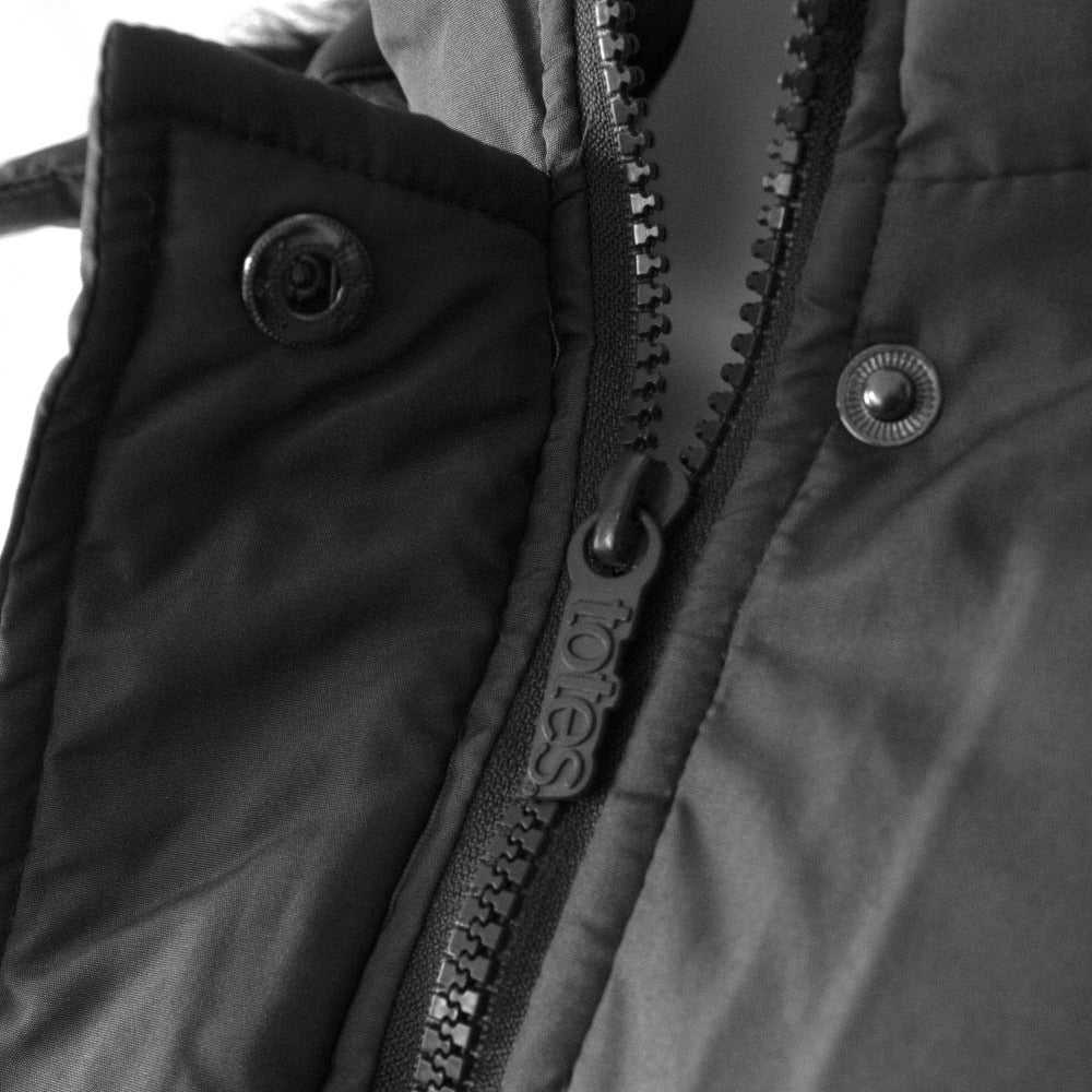 Women's Anorak with Drawstring Waist in Black Zipper and Fastener Close Up