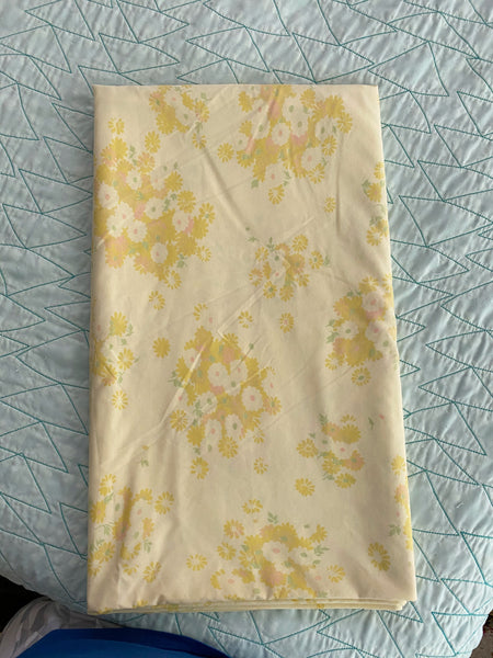 1970s Pacific Yellow Full Size Flat Sheet w/ Daisy Clusters