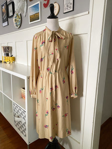 Cream Colored Dress w/ Bow and Floral Bouquet - Size M