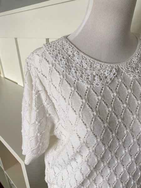 White Short Sleeve Knitted Sweater w/ Lace Collar - Size S/M
