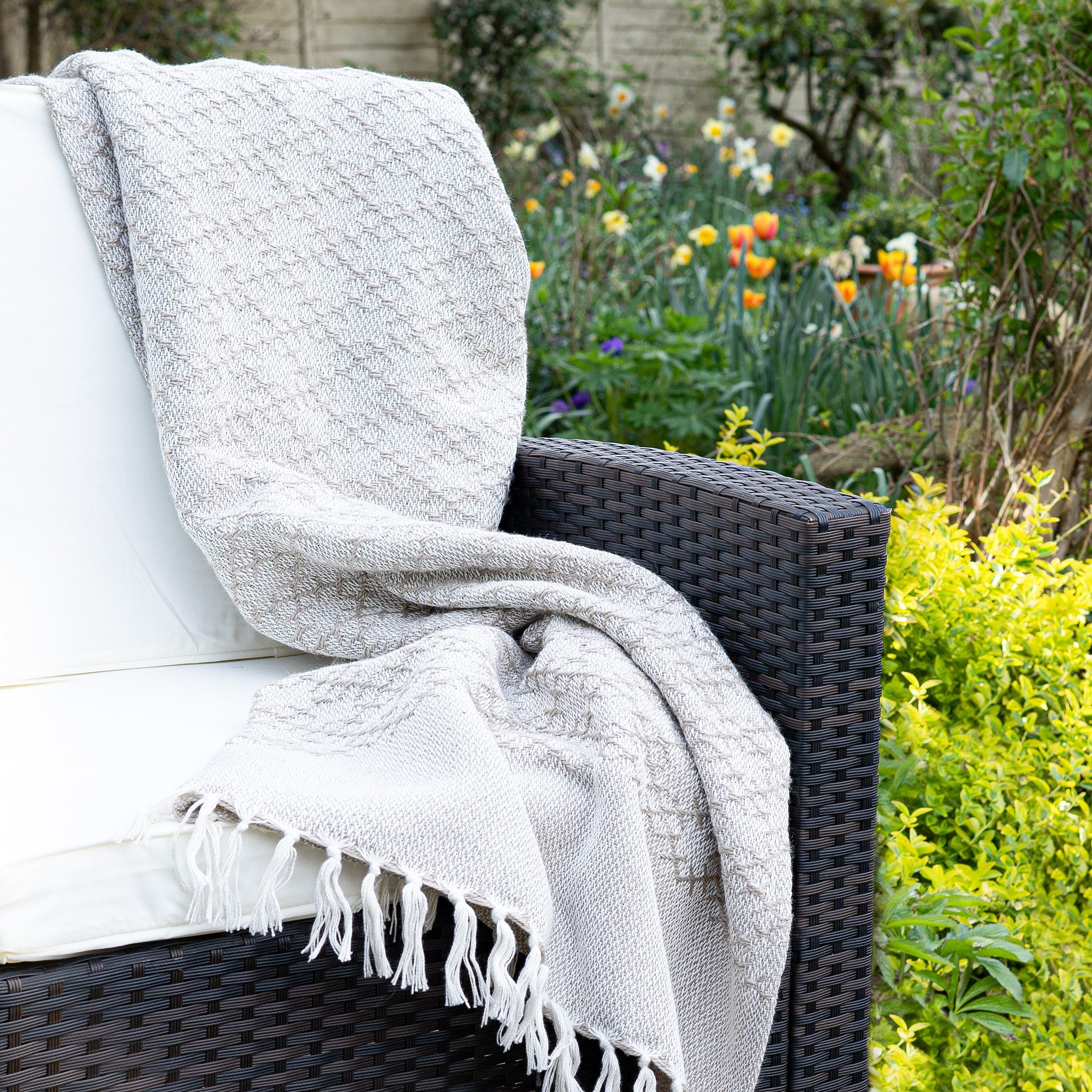 An image of Modern Trellis Eco-Friendly Woven Indoor / Outdoor Rug 130x180cm Throw / Natural
