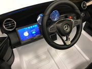 Elektrische auto kind Mercedes GLC 63 twee persoons MP4 wit