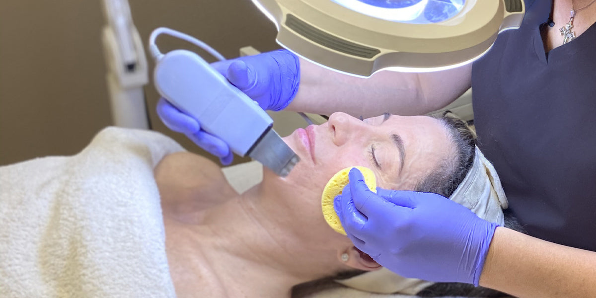 Ultrasonic sculpting and lifting facial