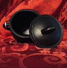 Load image into Gallery viewer, PENTACLE CAST IRON CAULDRON