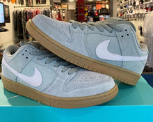 Load image into Gallery viewer, Nike SB Dunk 'Jade Horizon'
