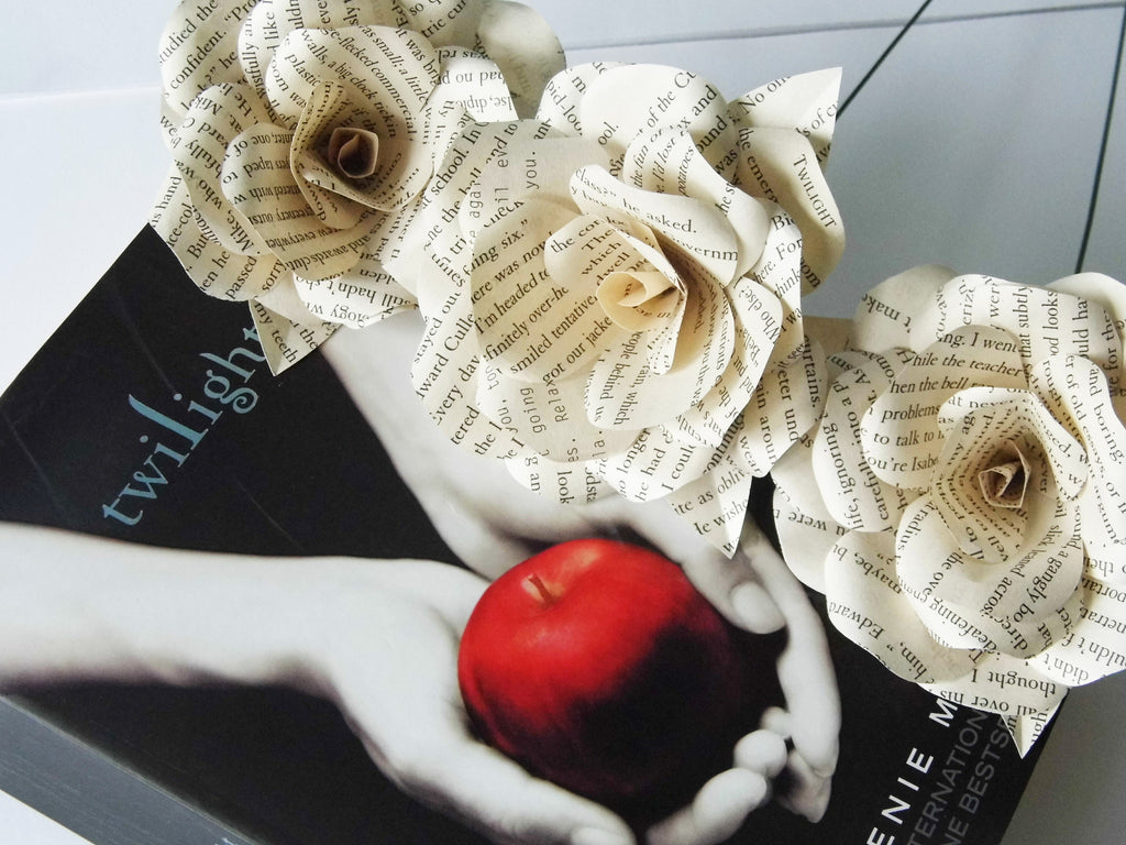 Twilight saga book page paper flower rose weared crafts twilight saga book page paper flower rose dhlflorist Image collections