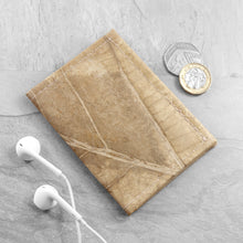 Load image into Gallery viewer, Bifold Cardholder in Leaf Leather - Natural