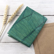 Load image into Gallery viewer, Bifold Cardholder in Leaf Leather - Teal
