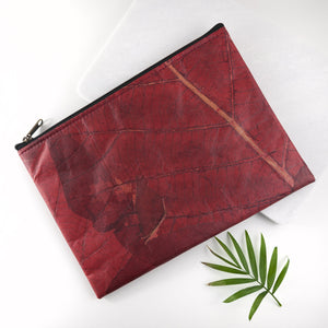 Clutch Bag in Leaf Leather - Berry Red