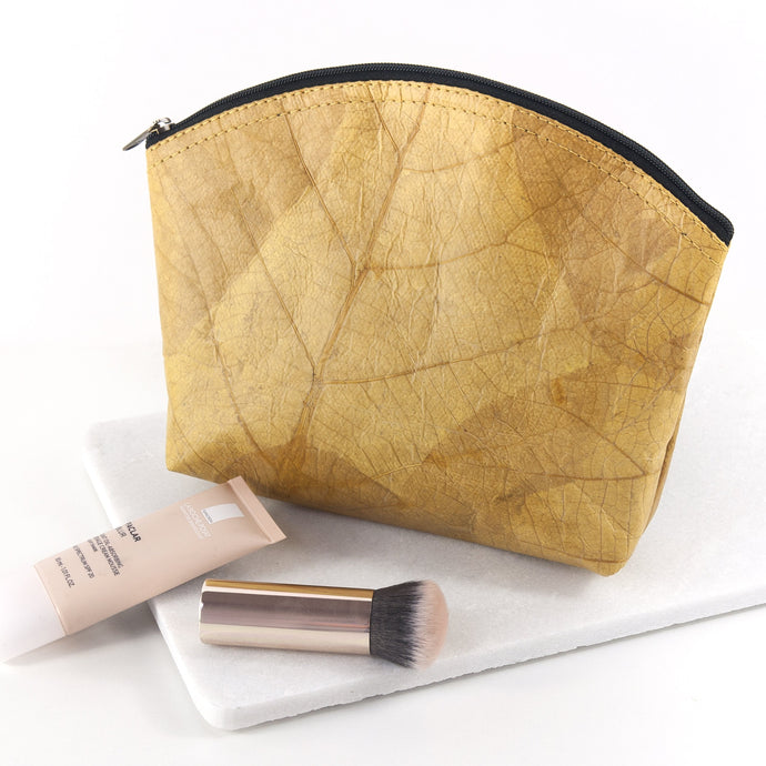 Make Up Bag Medium in Leaf Leather - Tuscan Yellow