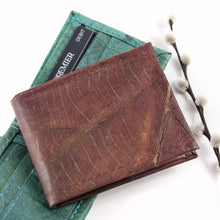 Load image into Gallery viewer, Mens Wallet in Leaf Leather - Chestnut Brown