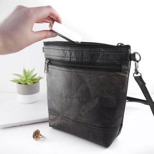 Cross Body Bag in Leaf Leather - Pebble Black