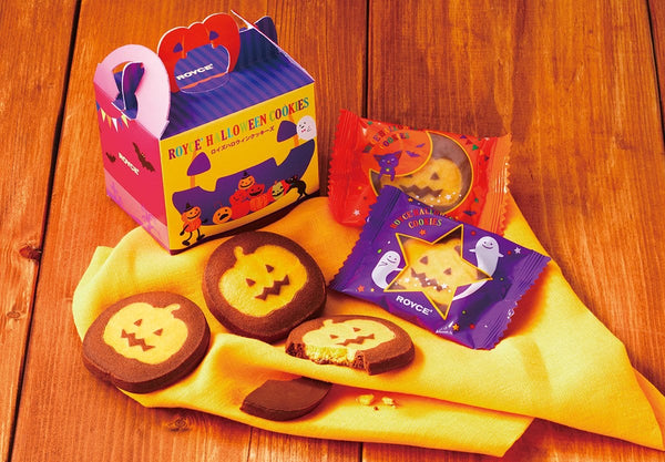 5 pieces of individually wrapped chocolate-coated cookies. Cookies are made with cacao-flavored dough and pumpkin paste. These come with Halloween-themed packaging.