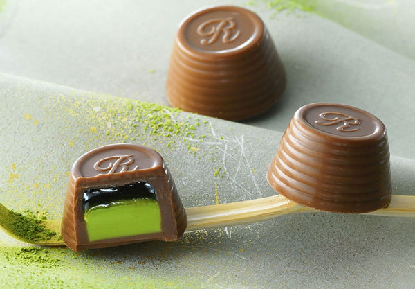 "Duo Praline ""Matcha"" Japanese confection made with milk chocolate cups filled with green tea sauce and Matcha cream"