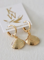 gold clamshell earrings