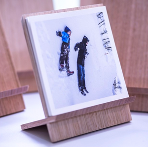 Oak-Photo-Display-Stand-Creative-Finds