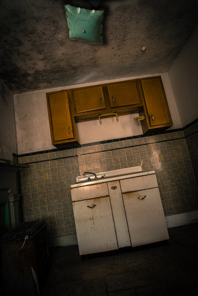 Old Stone Tavern: Kitchen (vertical)