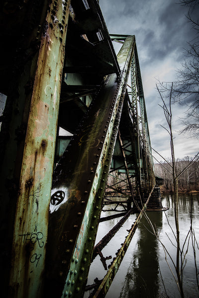 Layton Bridge: Troll (Vertical)