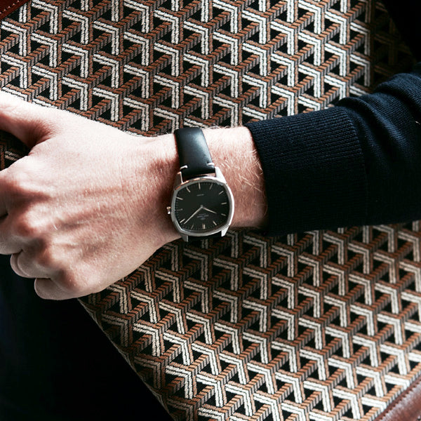 Decagon  | Steel |  Black Black leather