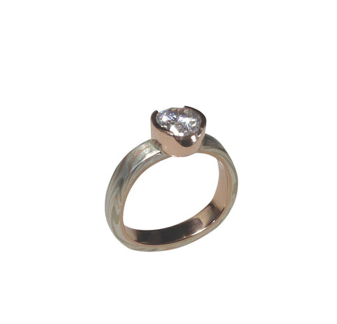 Silver/white/red gold finger-shaped solitaire with white diamond