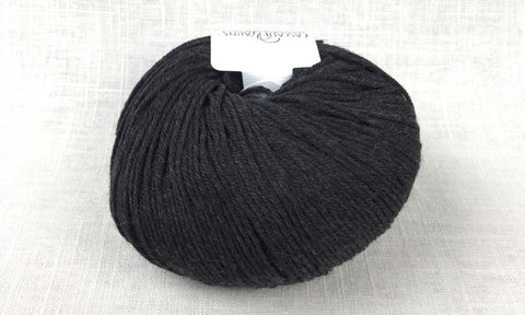 cascade 220 superwash light worsted DK 1913 jet dark charcoal