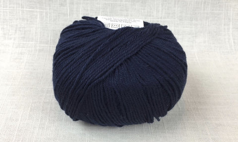 cascade 220 superwash light worsted DK 854 Navy
