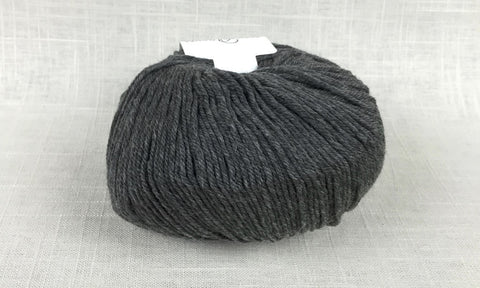 cascade 220 superwash light worsted DK 900 charcoal