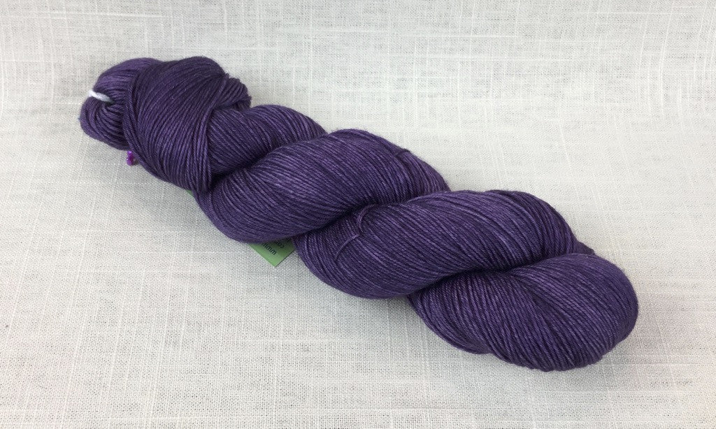 candy skein yummy fingering superwash wool black current purple