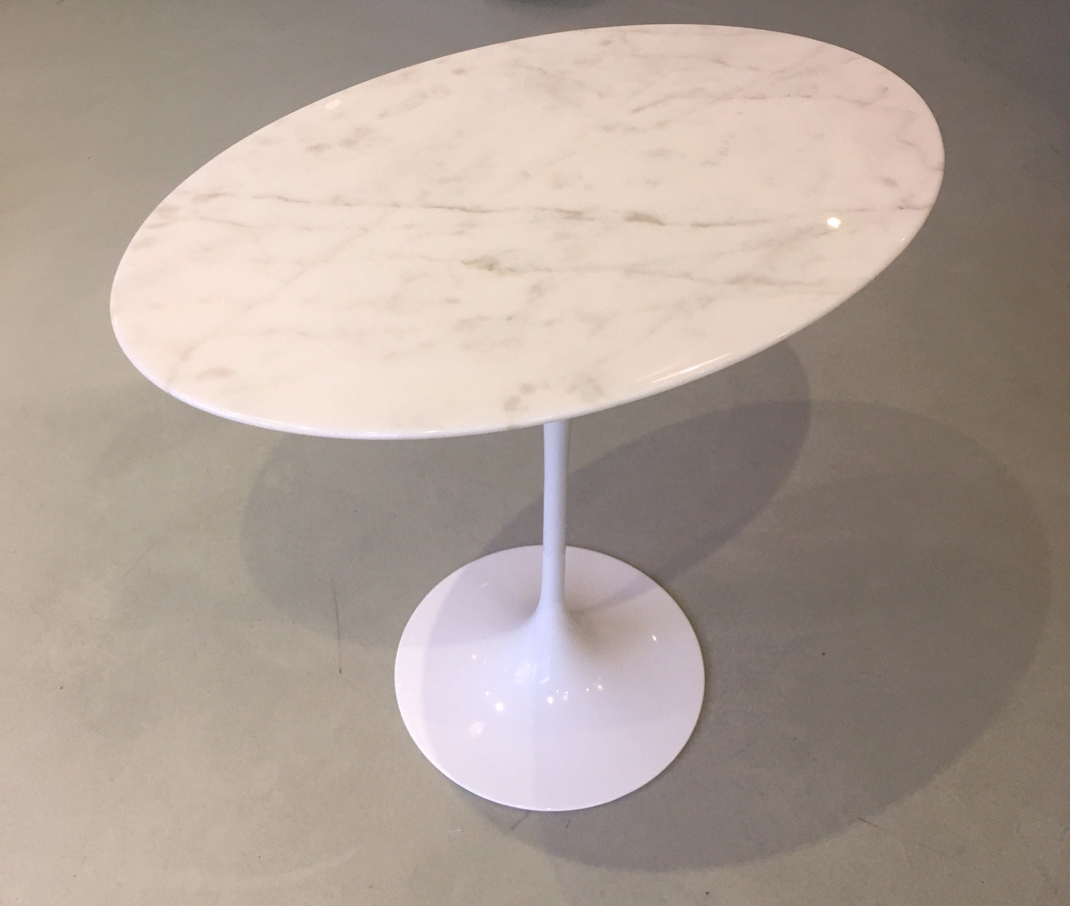 Saarinen Tulip Side Table Oval
