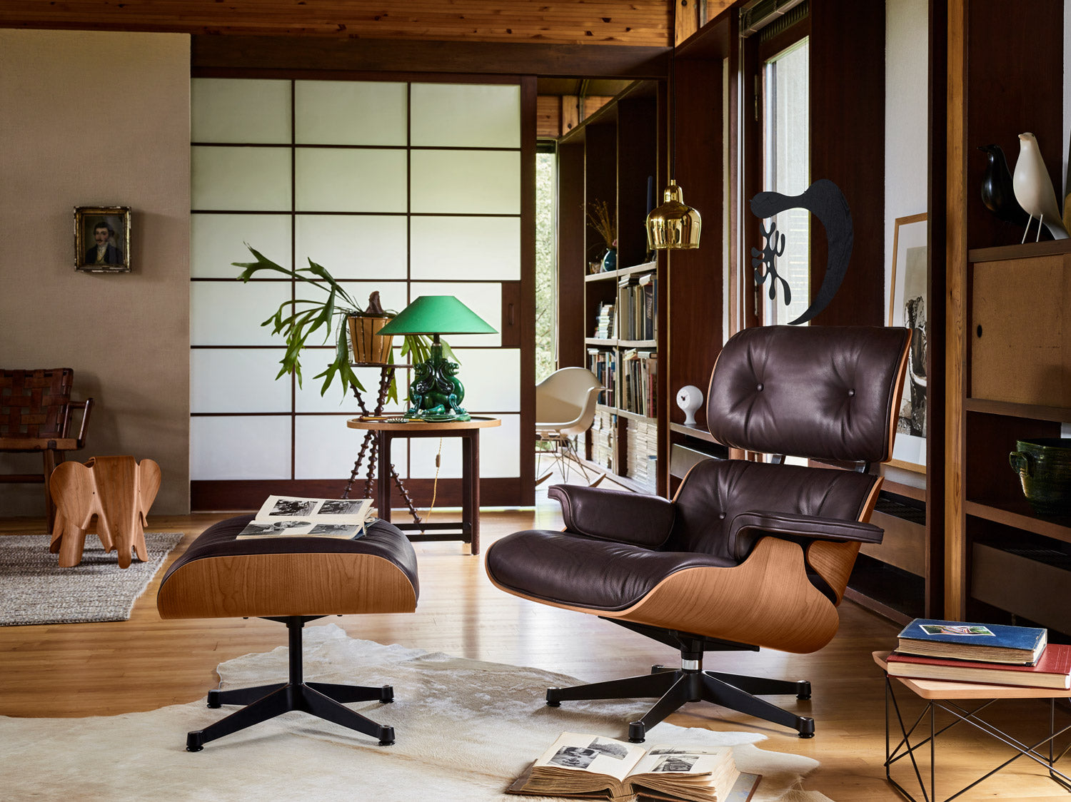 Eames Lounge Chair.Eames Lounge Chair American Cherry