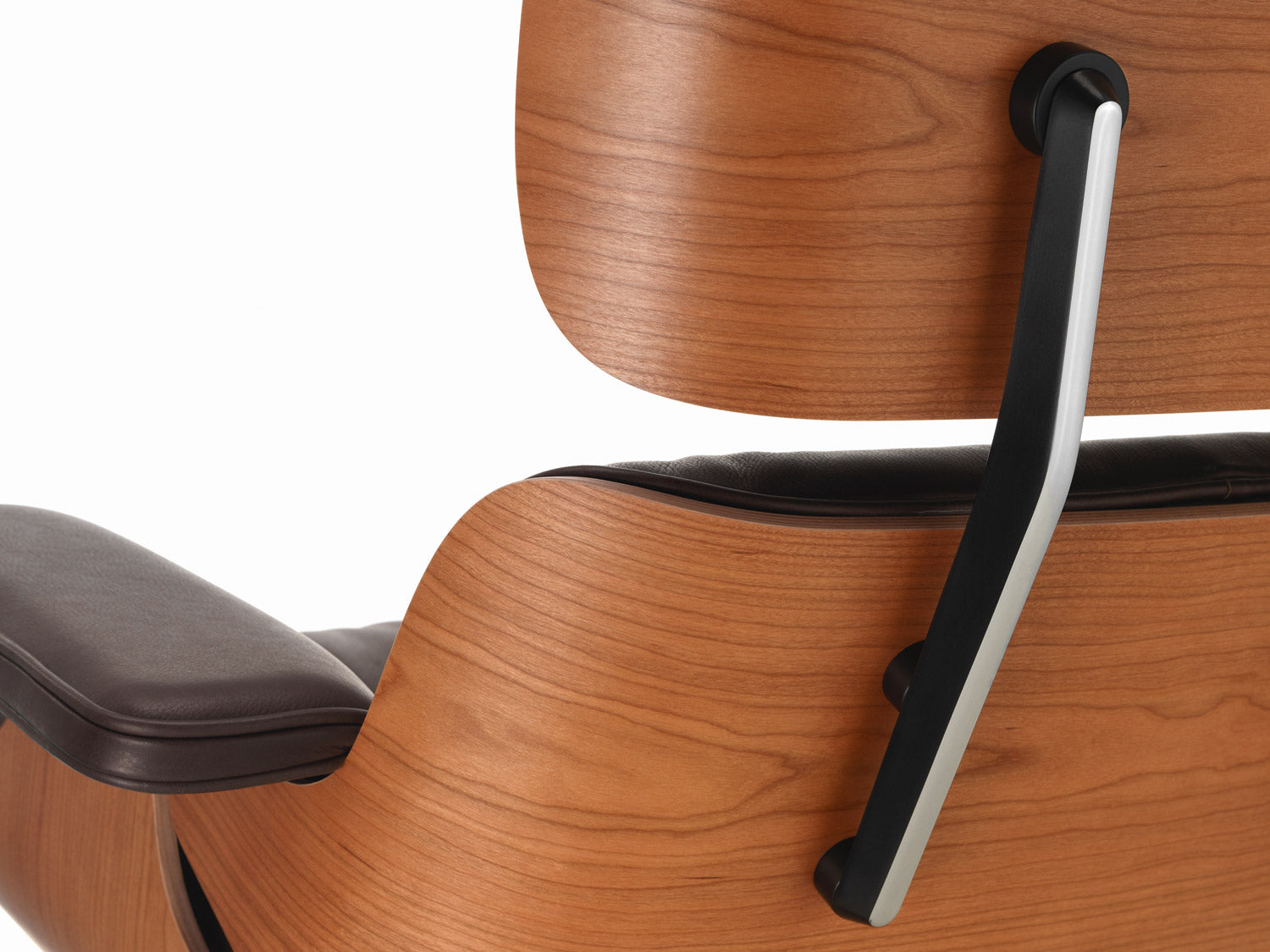 Eames Lounge Chair   American Cherry   Detail