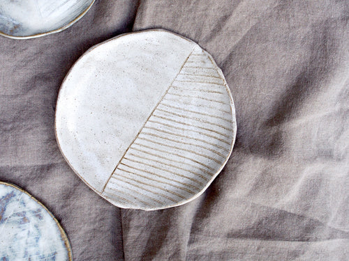 myhungryvalentine-studio-ceramics-seconds-plate-stripes-small-speckledwhite