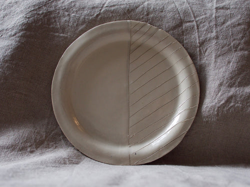myhungryvalentine-studio-ceramics-seconds-stripes-rimmedplate-small-cream-standing