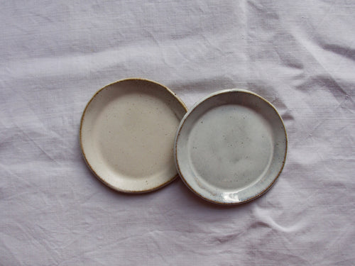 myhungryvalentine-studio-ceramics-simple-plate-11-cloudywhite-satincream-top