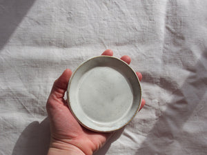 myhungryvalentine-studio-ceramics-simple-plate-11-cloudywhite-top-hand