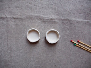 myhungryvalentine-studio-ceramics-simple-tealightholders-small-mattwhite-pair-top-2
