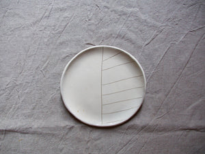 myhungryvalentine-studio-ceramics-stripes-cakeplate-cream-top