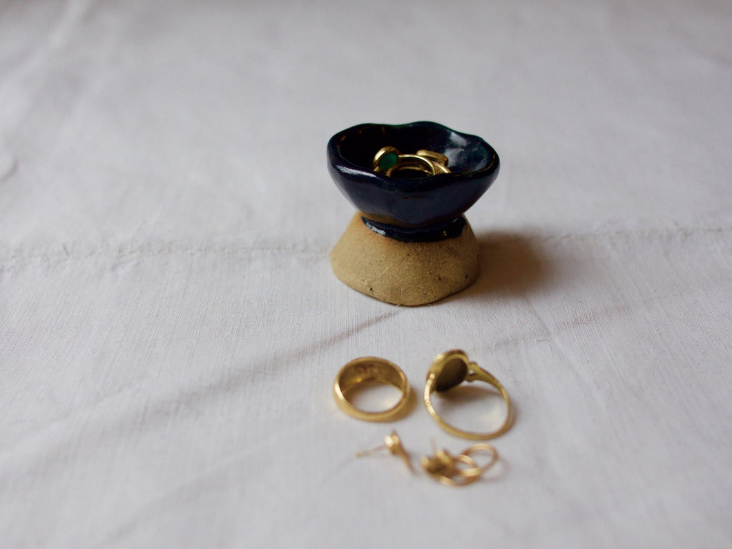 myhungryvalentine-studio-ceramics-unique-jewellerycup-midnightblue-natural-side-rings