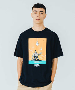 XLARGE x D*FACE S/S TEE D*DOGS FALLING IN GORILLA T-SHIRT XLARGE